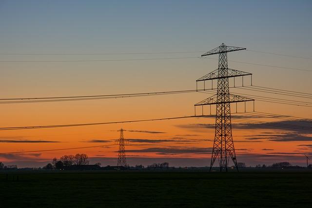electric-poles-384623_640